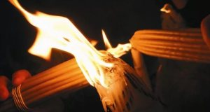 Благодатный огонь в храме Господня в Иерусалиме сошёл - мир будет жить...