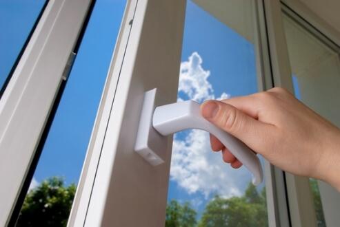 Установку окон в квартире лучше доверить профессионалам. Специалисты советуют...