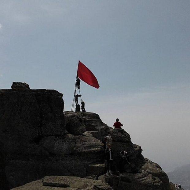 Знамя Победы над вершиной Демерджи