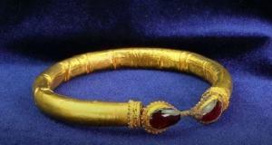 В Центральном музее Тавриды - уникальная выставка находок, изъятых у чёрных археологов