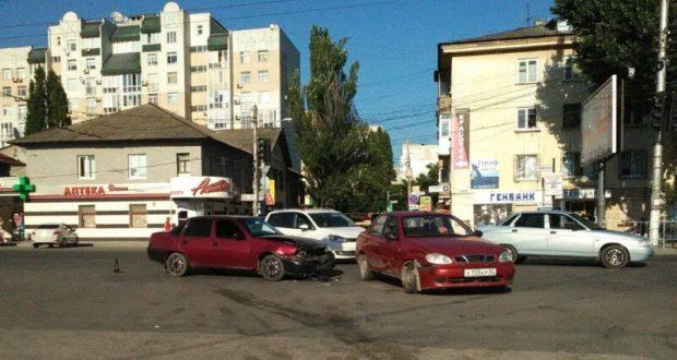 """ДТП в Крыму: 29 июня. Машины, стоящие на обочинах, всё чаще подвергаются """"нападению"""" автоколлег"""