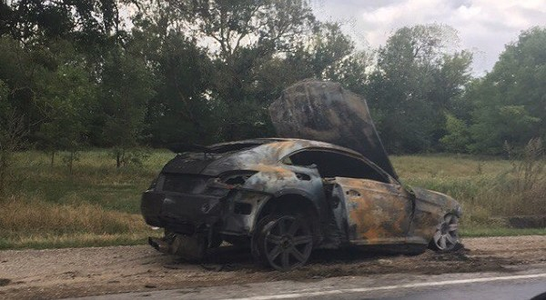 На трассе «Симферополь – Керчь» сгорел «Chrysler Crossfire»