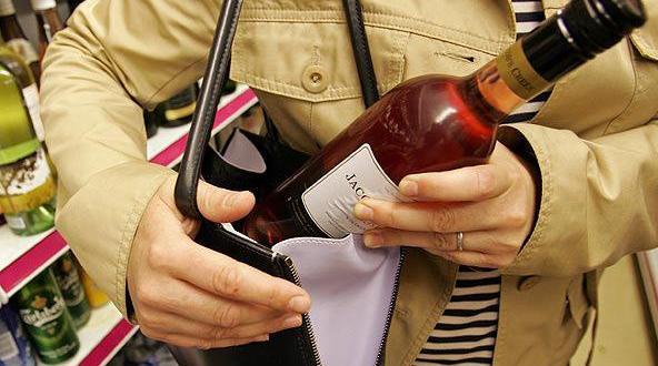 В Ялте задержали москвича, который заботится о гигиене и ценит элитный алкоголь