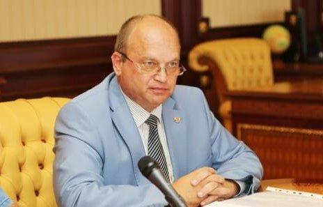 Геннадий Бахарев спрашивает у симферопольцев - уходить ему с должности или нет