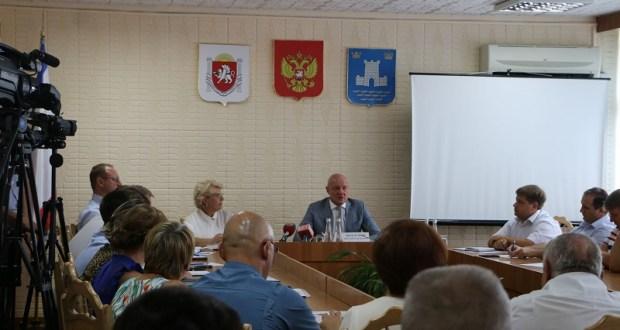 Вице-премьер РК Виталий Нахлупин разбирается в ситуации в Алуште