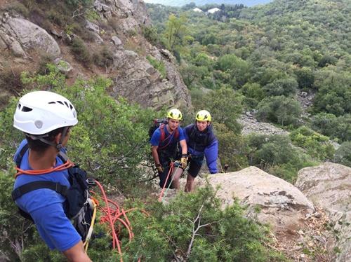 С горы Аю-Даг снимали скалолаза-любителя, а пришлось спасать троих