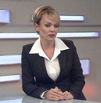 Директор МФЦ призывала крымчан не участвовать в мошеннических схемах возле офисов