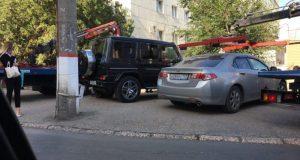 В Симферополе объявили «войну» паркующимся на газонах, тротуарах и детских площадках