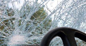 Поздно вечером в Судаке «Mazda» врезалась в дерево
