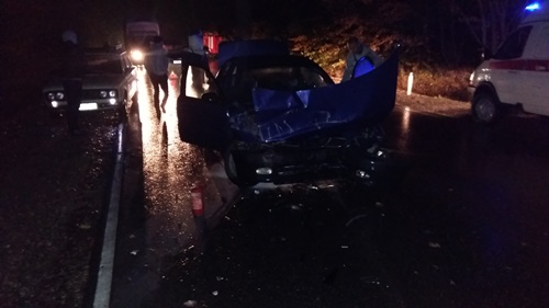 ВКрыму лоб влоб столкнулись иностранная машина иавтобус