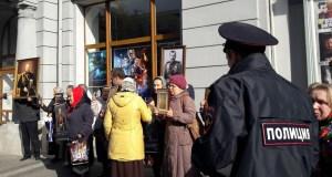 Механик, крути киноленту… «Матильда» в Крыму: первые сеансы, первые протесты