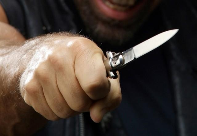 В Симферополе пьяный мужчина пытался зарезать свою гражданскую жену