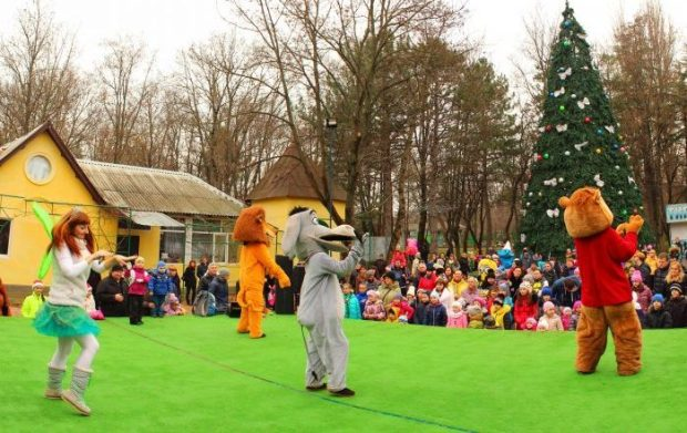 В Детском парке Симферополя гостит Дед Мороз со свитой! Чудеса гарантируются!