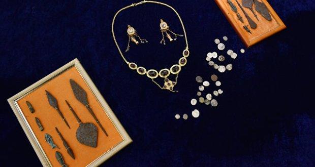 ФСБ передала музею-заповеднику «Херсонес Таврический» золотые украшения, статуэтки и монеты