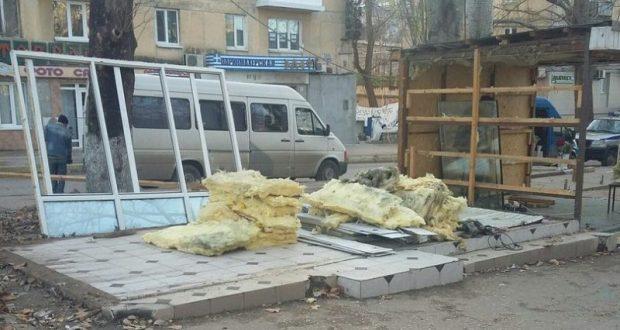До начала лета в Севастополе намерены снести все незаконные торговые объекты
