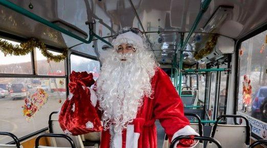 27 и 28 декабря по улицам Симферополя будет колесить троллейбус Деда Мороза