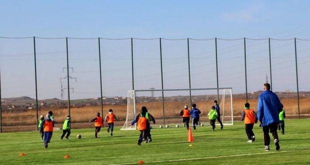 В Керчи открыли новое футбольное поле с современным искусственным покрытием