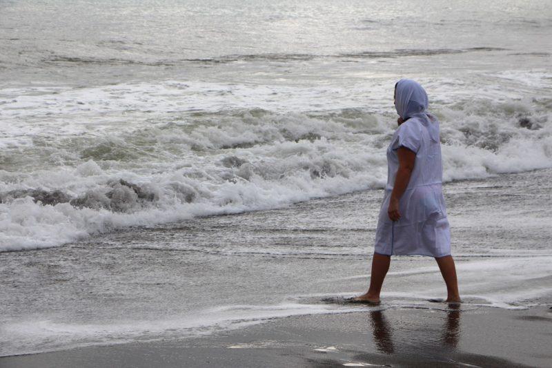 Крымчане на Крещение купались в шторм