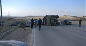 На въезде в Бахчисарай перевернулся КАМАЗ с металлоломом