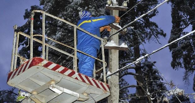 Непогода оставила без света села в четырех районах Крыма