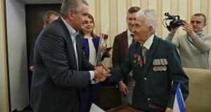 Глава Крыма Сергей Аксёнов вручил ключи от квартиры ветерану Великой Отечественной войны