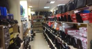 """В Керчи три магазина торговали фальсификатом: кроссовками и сумками """"известных спортивных брендов"""""""