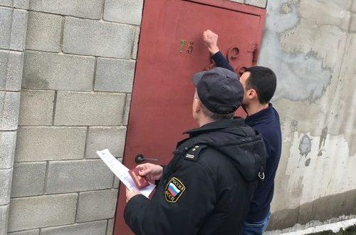 В Симферополе чиновники и приставы ходят по домам. Взимают штрафы