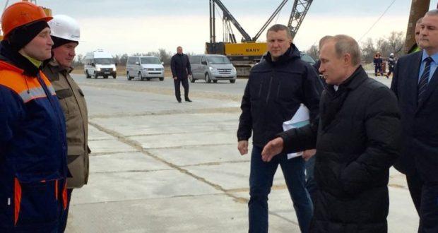 Строители транспортного перехода через Керченский пролив расскажут Путину о завершающей стадии работ
