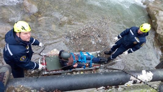 В Ялте с подпорной стены в русло реки упал мужчина