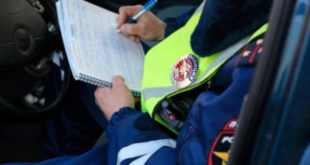 В Севастополе водитель пытался дать инспектору ГИБДД взятку в 10 тысяч рублей и 100 долларов