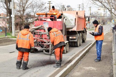 В Симферополе решили привести в порядок тротуары. Для этого закупят узкий асфальтоукладчик