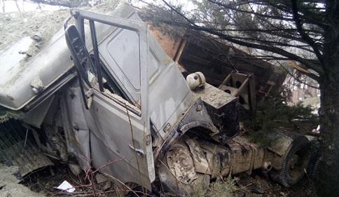 ДТП в Крыму: 7 марта. КАМАЗ врезался в опорную стену. Погиб мужчина