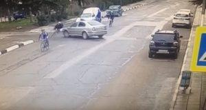 """ДТП в Алуште. """"Ланос"""" против велосипедов. Все живы, но куда смотрел водитель…"""