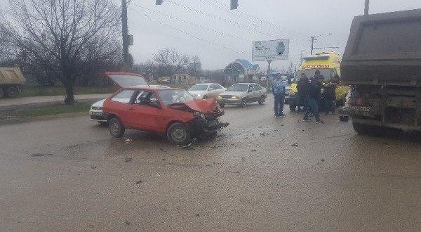 Утреннее ДТП на Евпаторийской трассе под Симферополем. «Восьмерка» попала под КАМАЗ