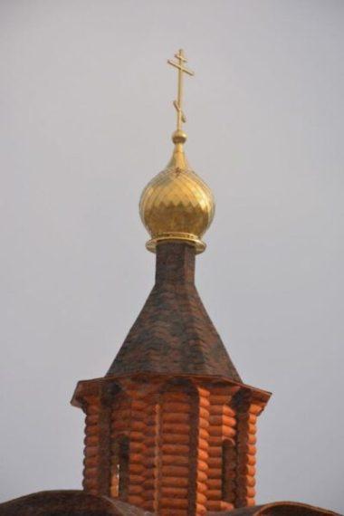 В крымском Белогорске освятили накупольный крест часовни