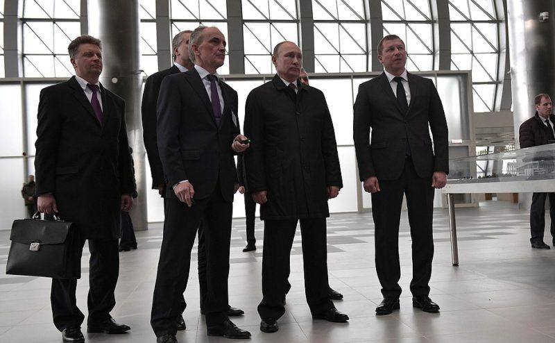 Владимир Путин осмотрел новый терминал аэропорта Симферополь