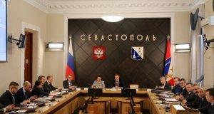 Губернатор Севастополя Дмитрий Овсянников обещает местным профессионалам награды за труд