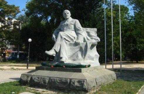 Коммунист Степан Кискин просит Главу Крыма спасти памятник Ленину