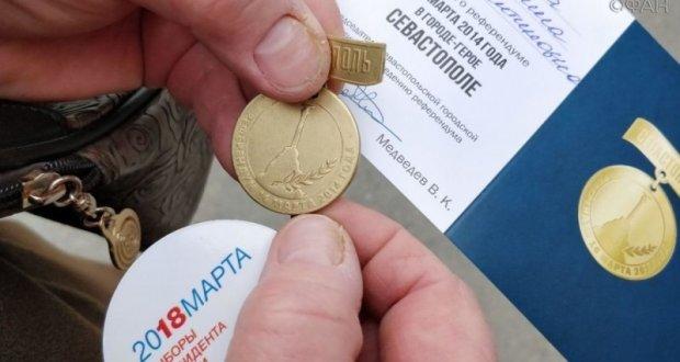 В Севастополе завершают выдачу памятных знаков «С Россией навсегда»