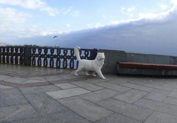 Ранее Кот Сосискин искал себе место на Набережной
