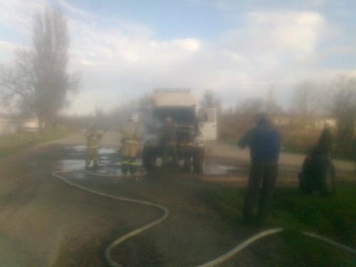 На крымской дороге на ходу загорелся грузовик