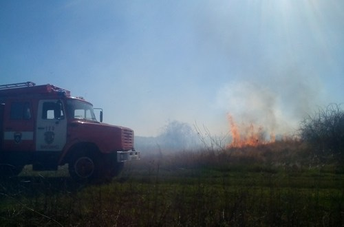 В Крыму участились случаи загорания травы и сухой растительности