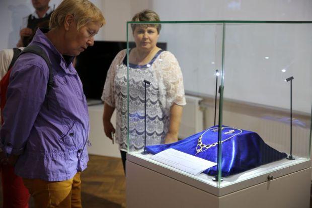 В Херсонесе впервые представили публике золото, изъятое ФСБ у «черных копателей»