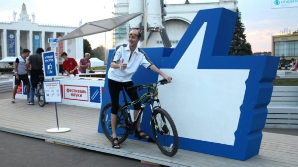 Огромный «лайк» провезут по Крымскому мосту