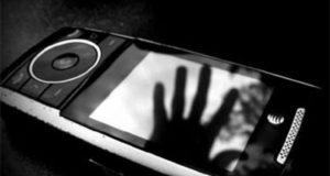 ужчина украл телефон у своей подруги