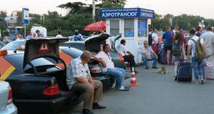 Нелегальные таксисты «спокойно работают» и в новом терминале симферопольского аэропорта