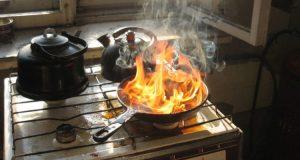 Жители Севастополя устраивают пожары в квартирах, забывая еду на включённых плитах