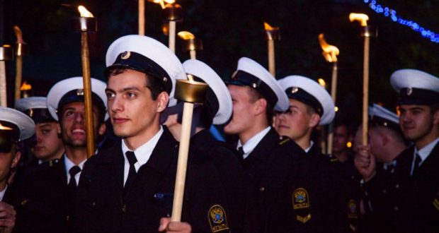 Факельное шествие в Керчи. Верность традиции
