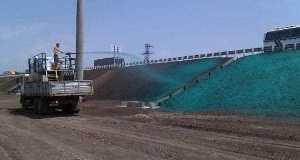 Вдоль автоподходов к Крымскому мосту проводят гидропосев травы