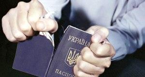 Так хотел в Крым, что выбросил свой украинский паспорт. «По политическим соображениям»